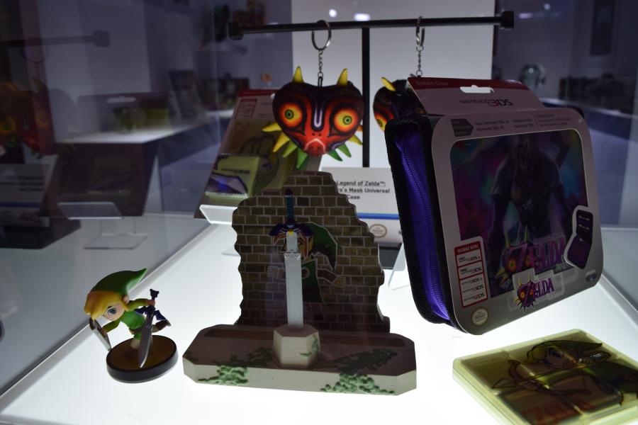 Link Between Worlds Stand & other Legend of Zelda stuff